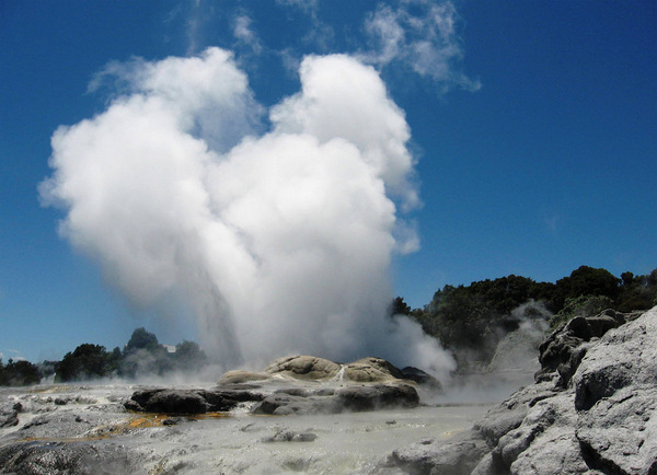 Pohutu Geyser Guest Post: The Marriage of Iconic Views of New Zealand with Wedding Destinations