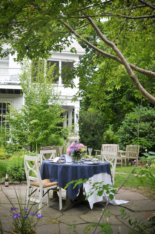 Elegant Backyard Wedding Table