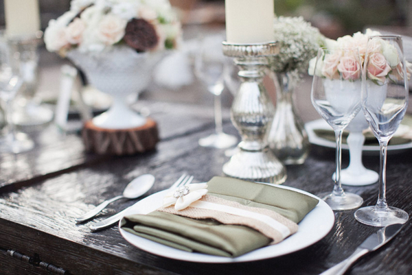Outdoor Winter Wedding Place Setting | Love Wed Bliss