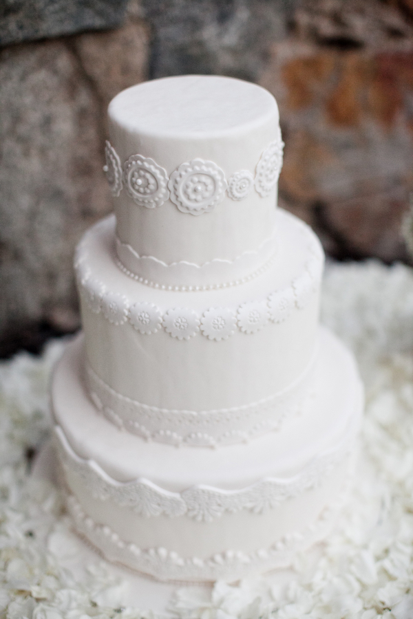 winter wedding theme cake Outdoor Winter Wedding Theme Ideas